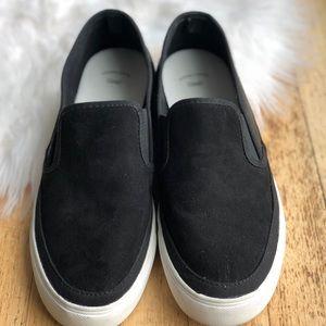 GAP / Black Slip On Sneaker Flats Faux Leather 9